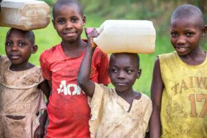 Kinder Projekt Uganda Wasser für Menschen