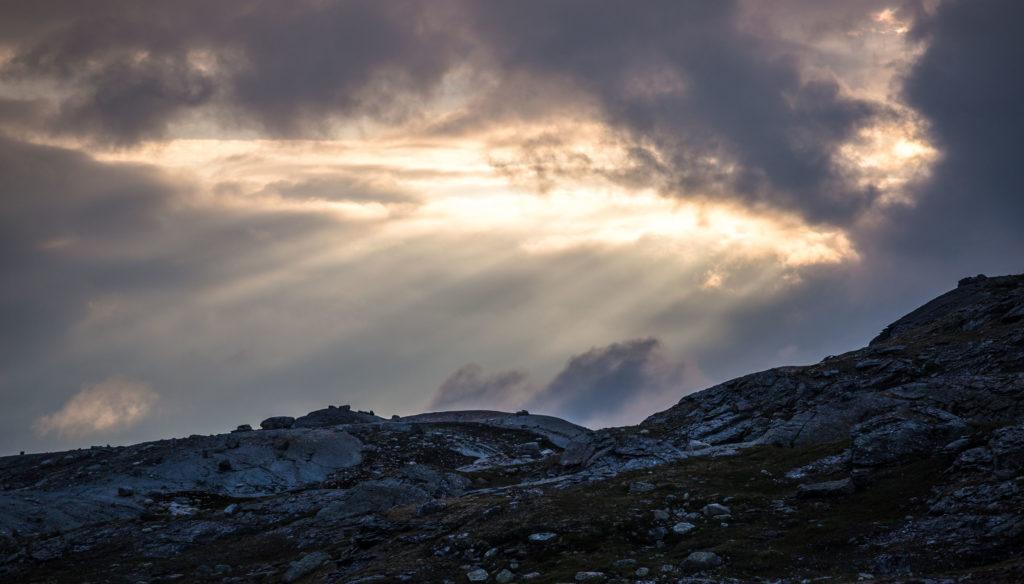 Sonne bricht durch die Wolkendecke