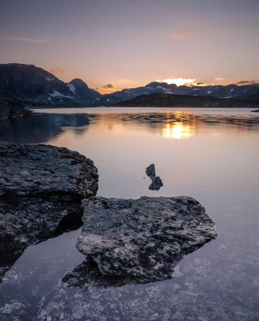 Reflektionen Berge Wasser Sonnenuntergang