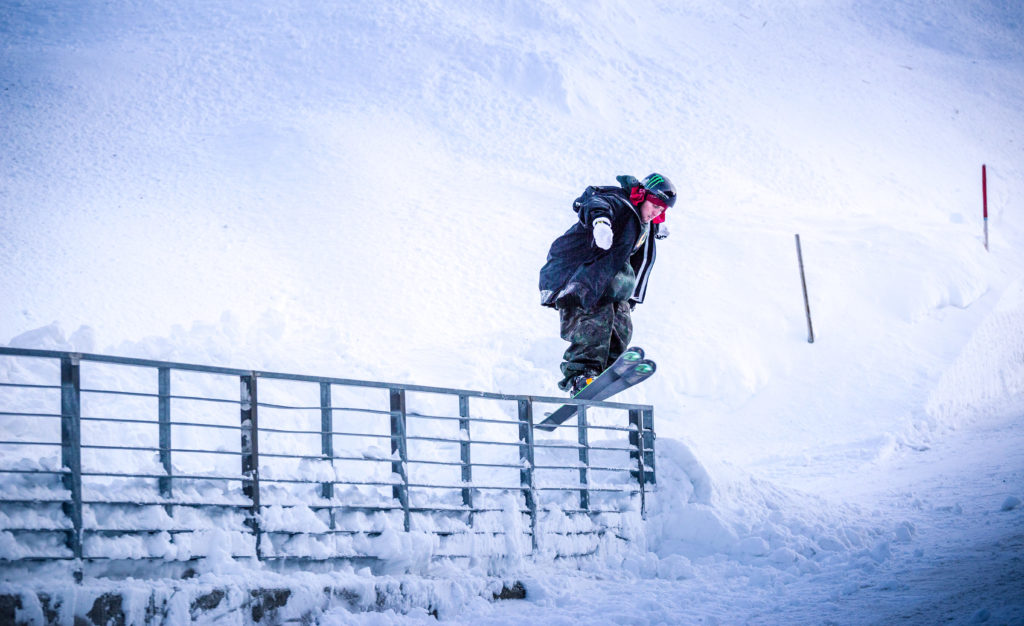 Henrik Harlaut Urban Ski Sportfotografie im Schnee